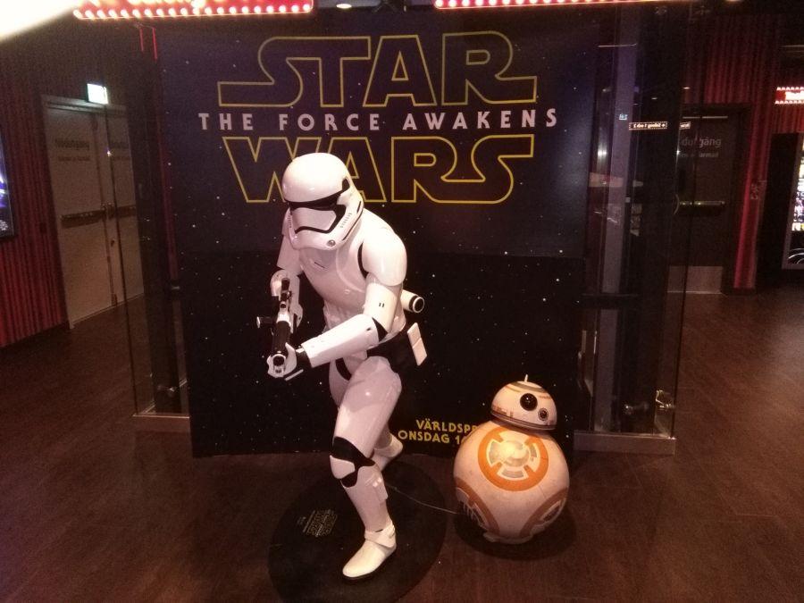 STAR WARS: THE FORCE AWAKENS_bio_recension_film